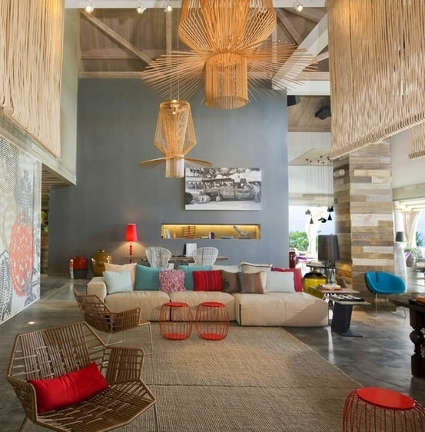 C mo decorar espacios con techos altos decoraci n de for Decoracion de casas antiguas con techos altos