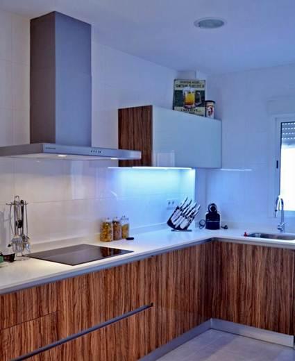 Luz Indirecta En La Cocina Decoracion De Interiores Y Exteriores - Luces-cocina