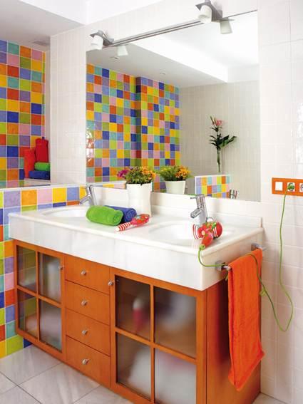 Baño con mucho color