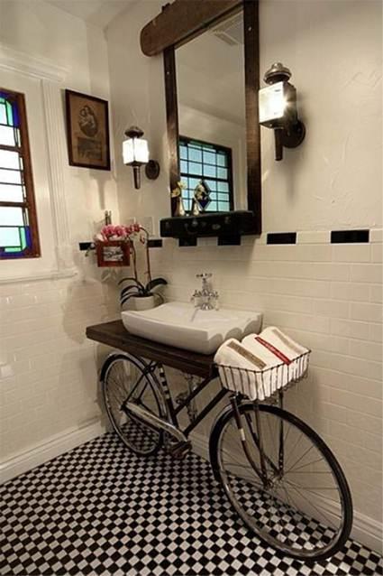 Decoración de baño con bicicleta