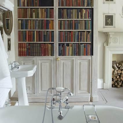Espacio de lectura en el baño
