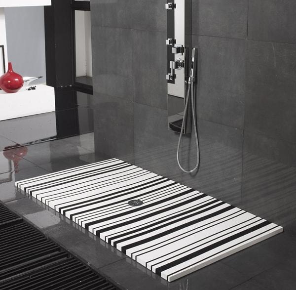Plato de ducha estampado en blanco y negro
