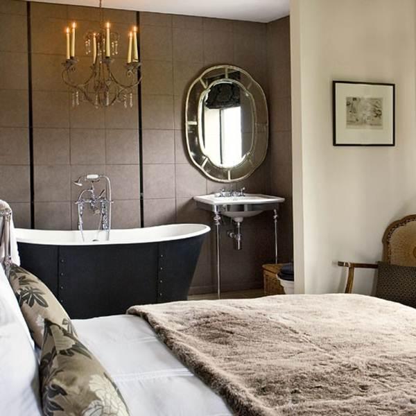 Baño en suite abierto