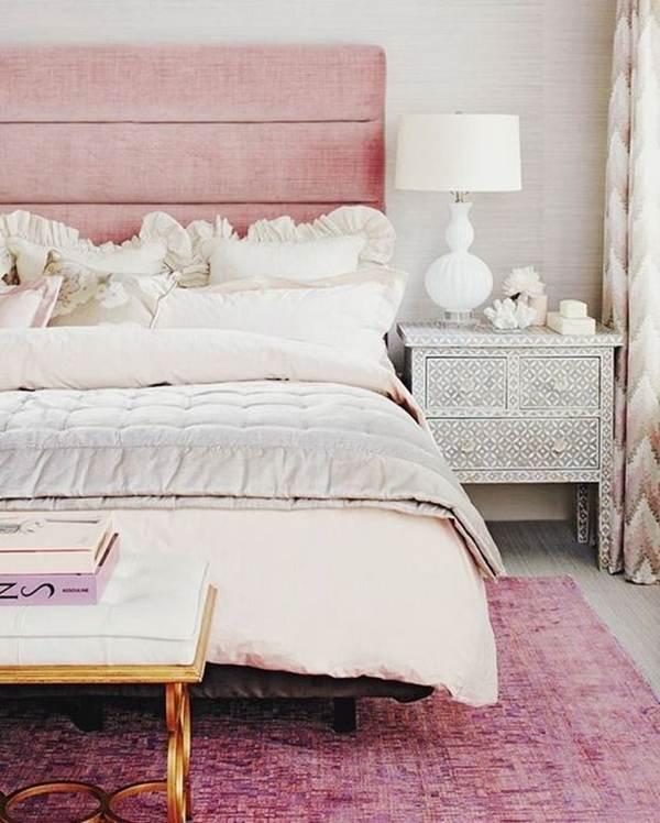Dormitorio principal en tonos rosa