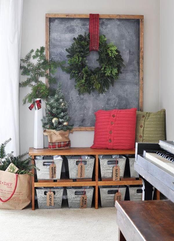 Decoración navideña con textil y vegetación