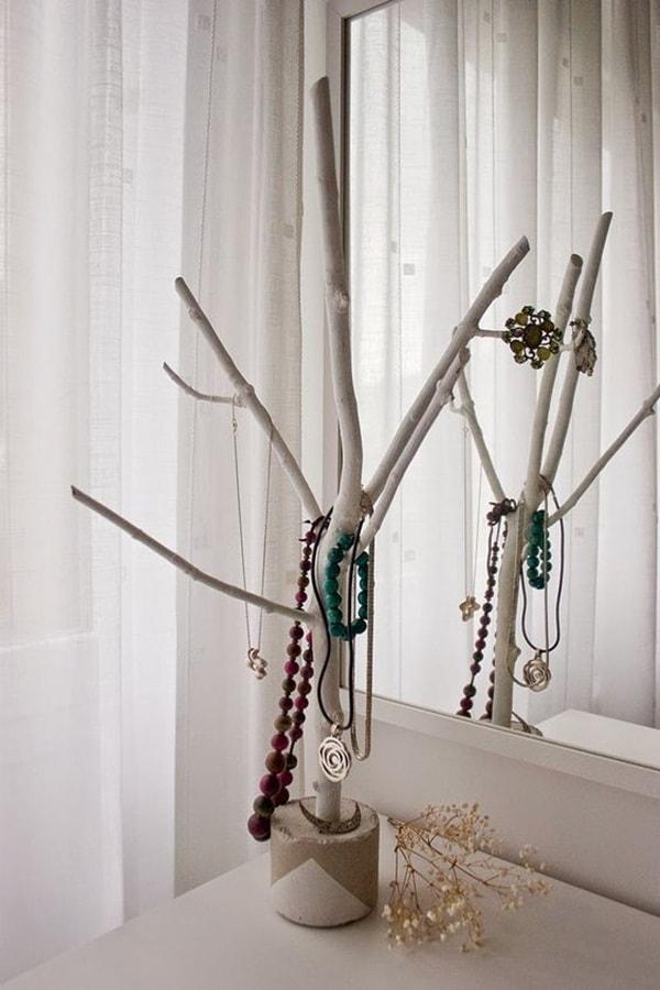 Joyero DIY con una rama de árbol