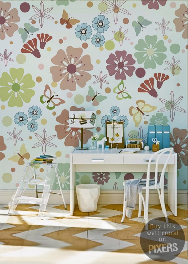 Pared decorada con mariposas y flores