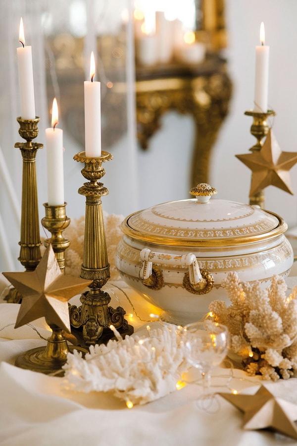 Centro de mesa navideño en dorado