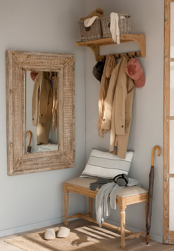 Hall with mirror, coat rack and bench